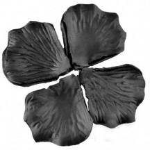 Черные лепестки роз