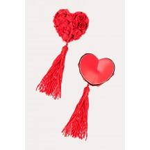 Красные пэстисы в форме сердец с розами и кисточками