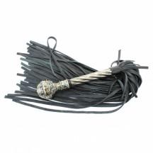 Роскошная кожаная плеть с витой ручкой в стиле готики