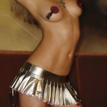 Серебристая юбка с вишней на молнии M